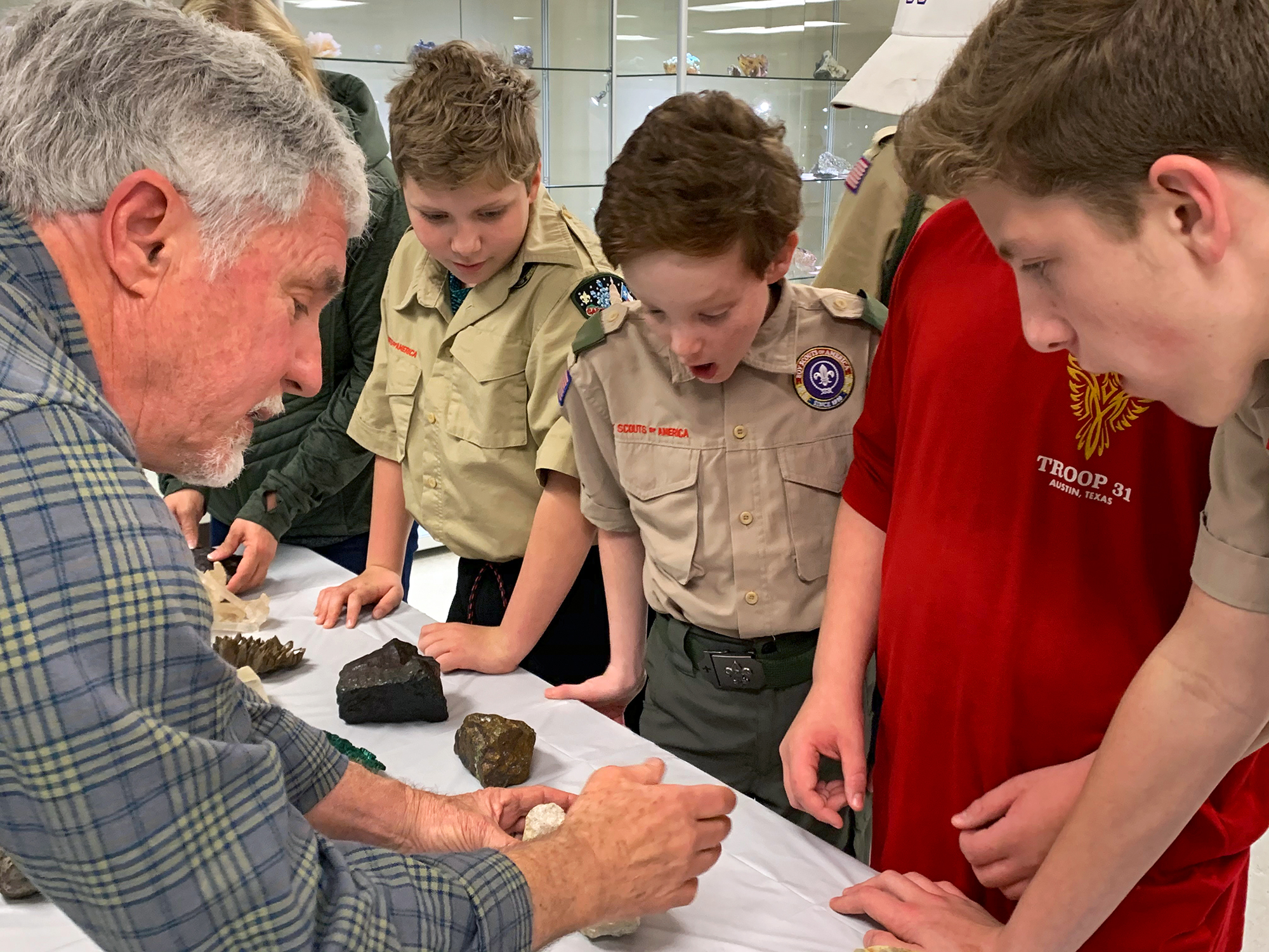 Allan Standen showing the scouts minerals and fossils