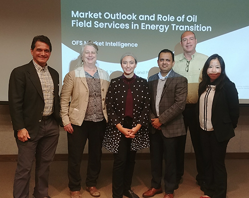 GCCC researchers stand with BHGE market intelligence members and center for energy economics