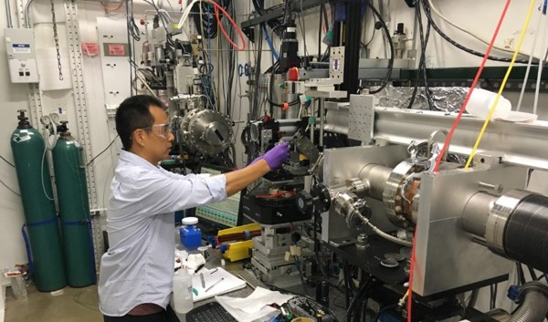 Sheng Peng working in the unconventional petrophysics lab